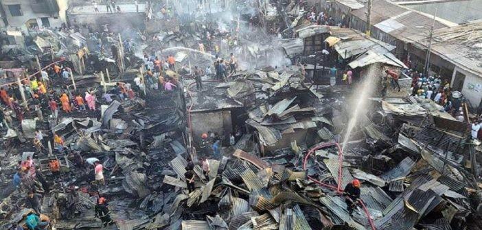 মানিকনগরের কুমিল্লা পট্টিতে আগুনে পুড়ে গেছে দেড় শতাধিক ঘর